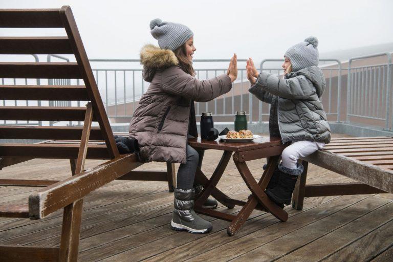 Reima Weft White zimna siva ciapka pre dievca